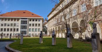 Ehrengalerie mit Büsten berühmter Steirer im Zwischenhof der Burg Graz