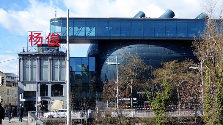 Das Kunsthaus von der Hauptbrücke aus