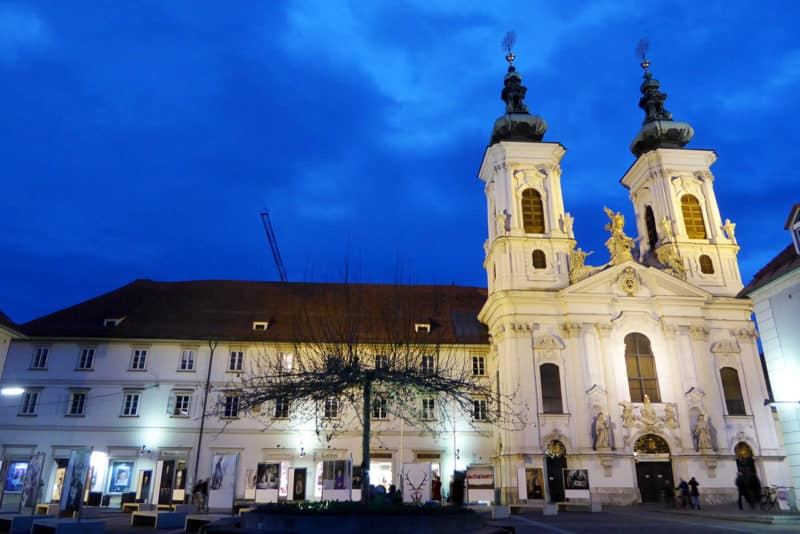 Die Mariahilfer Kirche zur blauen Stunde