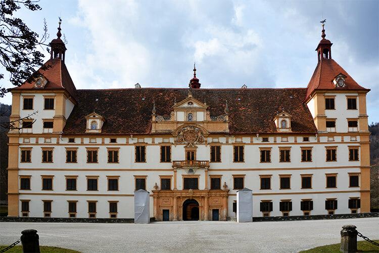 Die Fassade des Schloss Eggenberg