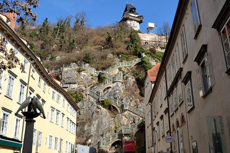 Die 260 Stufen über den Kriegssteig (oder Friedenssteig) vom Schloßbergplatz zum Uhrturm