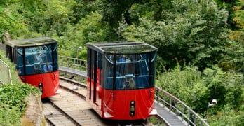 Die Schloßbergbahn auf der Strecke nach oben und unten