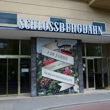 Die Talstation der Schloßbergbahn