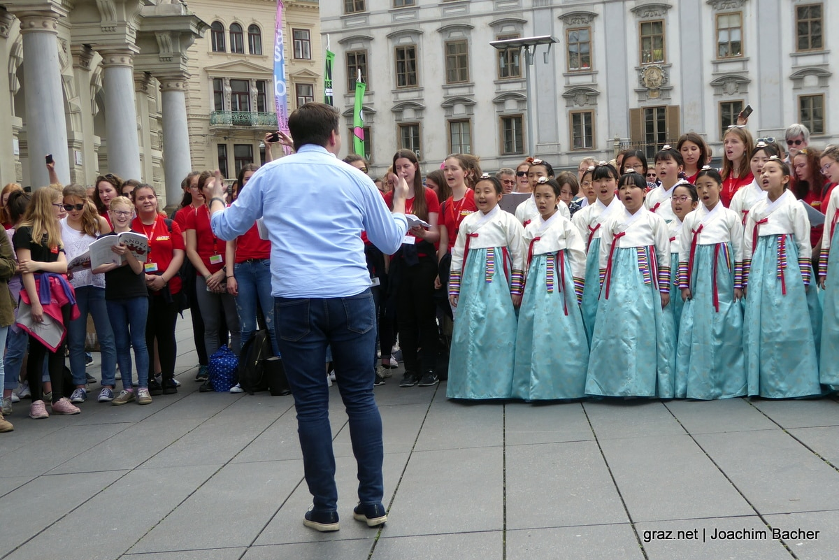 voices-of-spirit-graz-2019-flashmob-hauptplatz_07