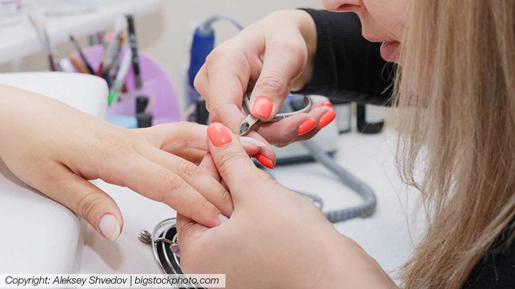 Nagelstudio Graz - Nageldesignerin mach Frau die Nägel