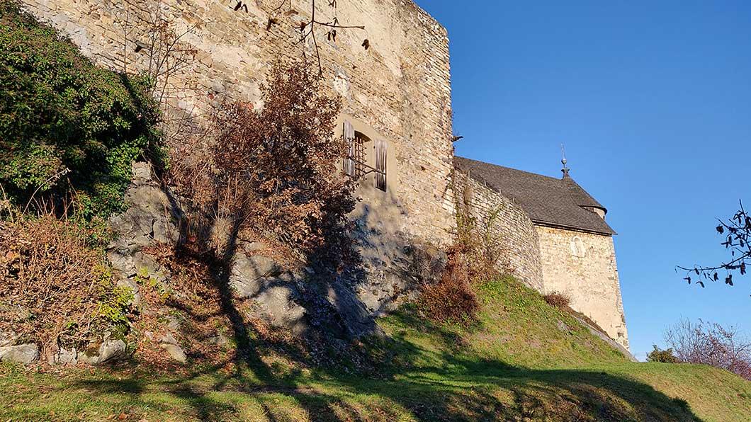 Seitenansicht der Burg Ruine