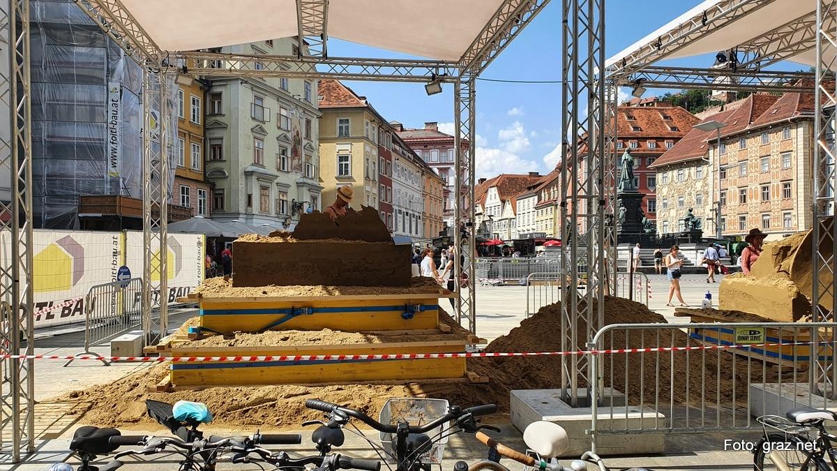 sandskulpturen-hauptplatz-graz-entstehen_5